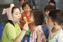 BUBBLES TIME: The blowing bubble action itself strengthens the tongue muscle and helps toddlers to practise lip rounding, this fun activity enhances their speech development.