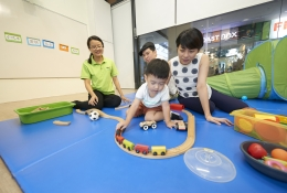 FREE PLAY: Provides precious bonding time with parent, teachers and peers, facilitating the development of social and interpersonal skills in Mandarin.