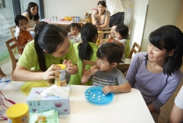 SNACK TIME: Whilst enjoying a tasty and healthy treat, Snack Time is a chance to apply keywords in context, as children hear and speak Mandarin in a day-to-day social setting.